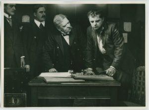 stillbild ur Juadaspengar 1915